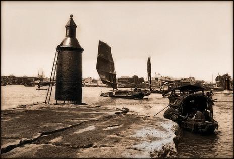 珠江上早期灯塔样式