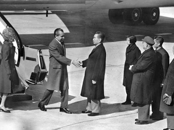 周总理迎接尼克松