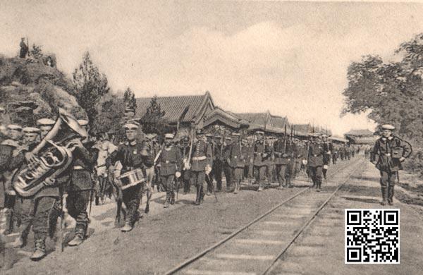 在中南海小铁路旁进行的阅兵