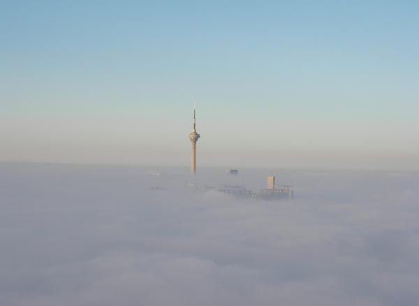 晨雾中的北京城