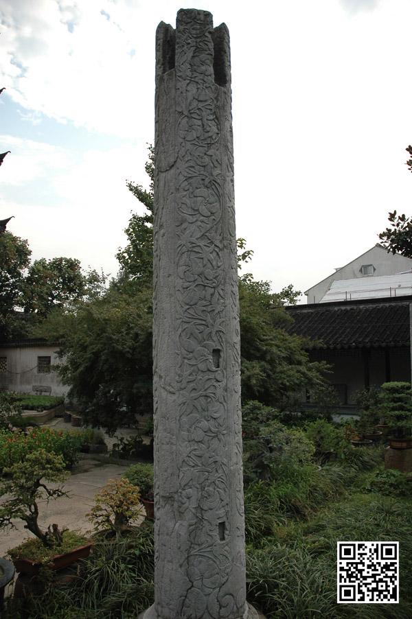 罗汉殿残存的雕花石柱